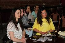 Oficiální zahájení filmového festivalu Jeden svět se uskutečnilo v úterý 11. dubna 2018 v klubu Tři opice. Po zhlédnutí filmu se středoškolskou problematikou následovala debata na téma školství.