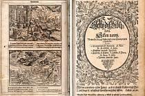 Ukázka dřevořezů v České bibli Samuela Adama z Veleslavína (vlevo) a – Titulní list Nového zákona v Bibli kralické vydané v r. 1613 .