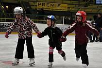 Vsetínská sportovní, s. r. o. uspořádala pro děti od 5 do 15 let školu bruslení. Do deseti lekcí se přihlásilo celkem 44 dětí