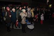 Ve Vsetíně začaly Veselé vánoční hody. Na pódiu se 17. prosince 2018 představili také legendární Poutníci.
