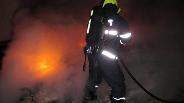 Meziříčští hasiči se v noci nezastavili. Vyjížděli k šesti požárům
