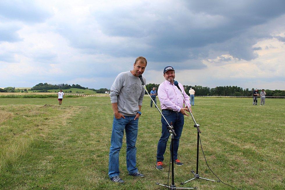 Na druhý ročník Aviatického dne, který se konal v sobotu 15. července 2017 v Poličné, dorazily tisíce lidí. Hvězdou programu byl akrobatický pilot Martin Šonka. Při jeho letecké show se divákům tajil dech.