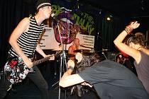 Valachům v sobotu večer zvedl adrenalin punkový trojlístek.