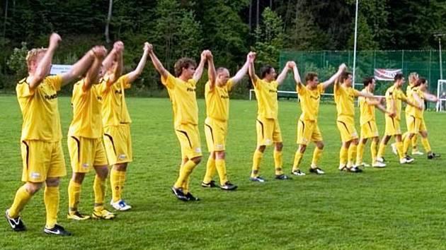 Fotbalisté Velkých Karlovic + Karolinky.