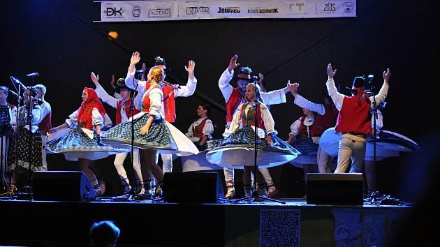 Folklorní soubor Jasénka vystupuje v pátek 6. září 2019 na Valašském záření ve Vsetíně v pořadu vsetínských folklorních souborů věnovaném vzpomínce na Jarmilu Šulákovou.
