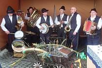 Hudebníci baví domácí publikum i široké okolí netradičním herním pojetím lidovek.