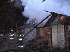 K rozsáhlému požáru chaty došlo ve Valašské Bystřici, část Tisňavy