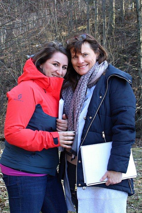 Filmový štáb začal posledního února s natáčením pohádky Největší dar. Z lokalit si filmaři vybrali z velké části prostředí Valašského muzea v přírodě v Rožnově pod Radhoštěm. Režisérky Marta Santovjáková Gerlíková (vlevo) a Daria Hrubá.