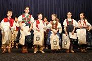 Oblastní kolo celostátního kola pěvecké soutěže Zpěváček 2017 se uskutečnilo v sobotu 18. března dopoledne v sále vsetínského kina Vatra pod názvem Vsetínský slavíček. Tříčlenná porota hodnotila celkem dvaatřicet přihlášených mladých zpěváků. Děti soutěži