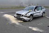 U Ratiboře bourala v úterý 23. srpna 2016 dvě osobní auta.