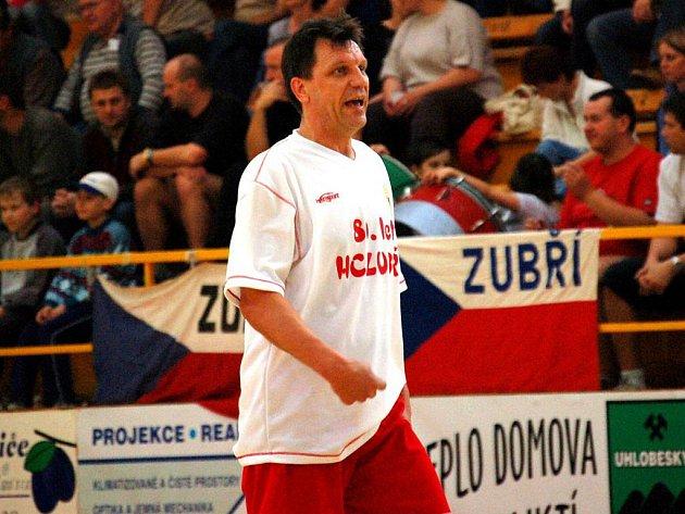 Jiří Mičola (na snímku z exhibičního utkání z oslav 80 let házené v Zubří) se může pochlubit oběma tituly v zuberském dresu.