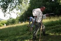 Ochránci přírody z Valašských Klobouk organizují kosení luk letos už po třicáté třetí.