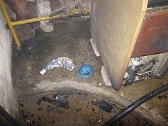 V Zubří dnes při přelévání benzínu do PET lahve vznikl ve sklepním prostoru domu požár.