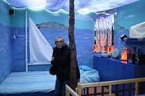 Takzvaná multisenzorická relaxační místnost stylizovaná do podoby mořské pláže. Využívají ji například autisté.