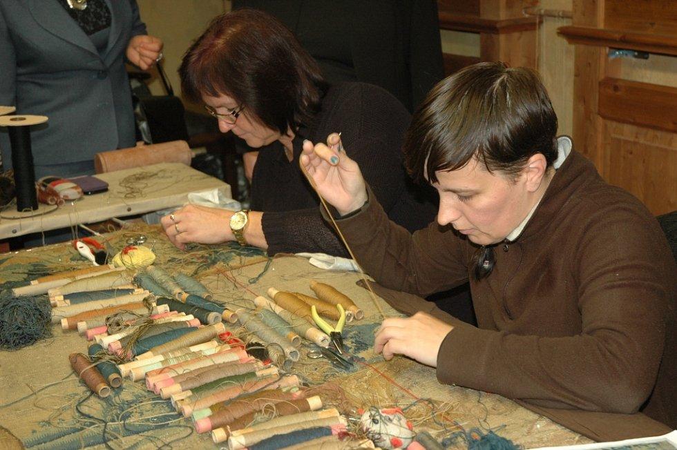Moravskou gobelínovou manufakturu ve Valašském Meziříčí navštívila ve středu odpoledne manželka prezidenta České republiky Ivana Zemanová.