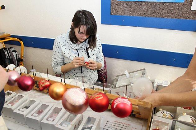 Během dvou dní se na Integrované střední škole ve Valašském Meziříčí představily 17. a 18. listopadu desítky řemeslníků, výrobců tradičních produktů i potravin.