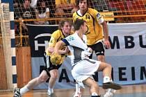 Třetí zápas semifinále play off Zubří – Lovosice (35:19).