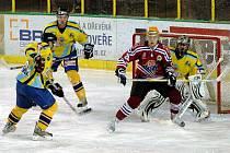 Druhý zápas čtvrtfinále play off druhé ligy Vsetín (červené dresy) – Přerov.