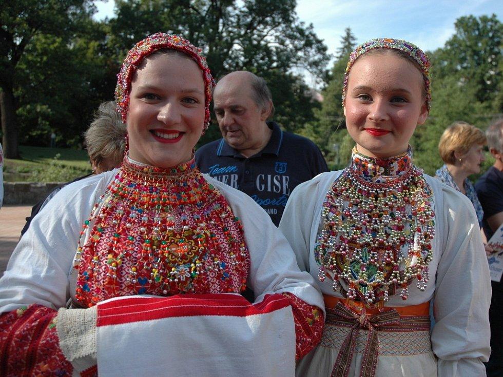 O pozvání k návštěvě víkendových 46. Liptálských slavností se ve Vsetíně postaraly některé ze zahraničních souborů, které se folklorního festivalu účastní. Mimo jiné z USA, Bulharska a Nového Zélandu.