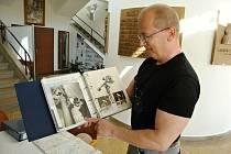 Odborný pracovník meziříčské hvězdárny Ladislav Šmelcer má hvězdárny v malíčku. Na kole jich objel už dvě stovky.