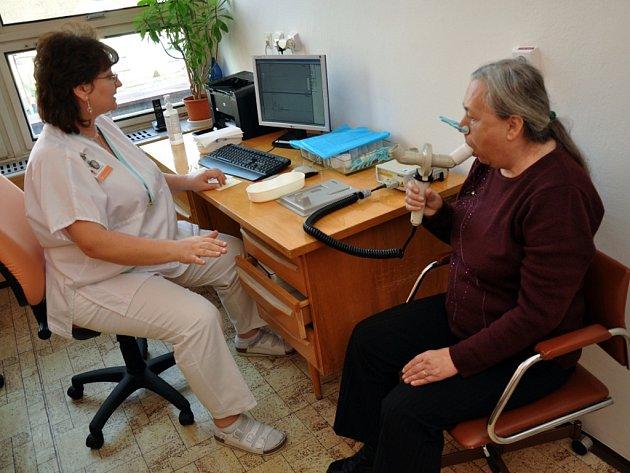 Oddělení tuberkulózy a respiračních nemocí Vsetínské nemocnice a.s. nabízelo ve středu 21. listopadu 2012 zdarma spirometrické vyšetření plic či rady jak přestat kouřit.