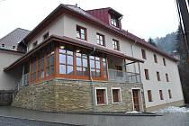 Ve Valašské Bystřici otevírali v pátek 14. ledna novou přístavbu charitního domova pro seniory