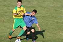 Fotbalisté Lhotky nad Bečvou (žluté dresy) zakončili podzim vítězně.