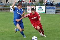 Fotbalité Vsetína (červené dresy) ve druhém kole krajského přeboru porazili Fryšták 3:0.