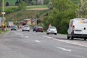 Dlouhé řady čekajících vozů takový obrázek je v Hovězí každodenně k vidění už od letošního jara.