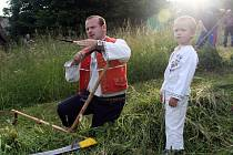 Tradiční soutěž O nejlepšího sekáča soláňských lúk se uskutečnila na louce U Korytářů na Soláni ve Velkých Karlovicích v pátek 26. června 2015.