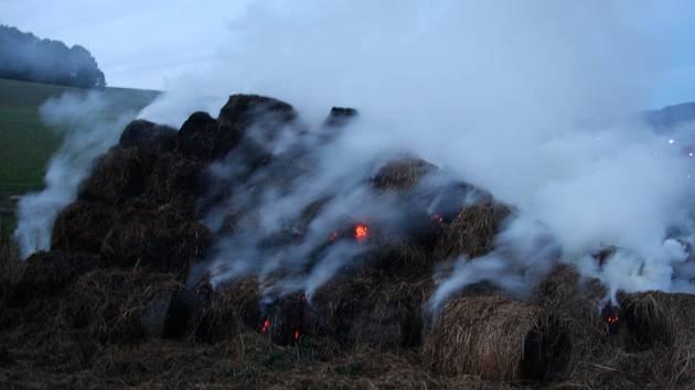 Požár stohu u Valašského Meziříčí.