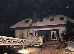 Plameny zničily podkroví domu, škoda je dva a půl milionu
