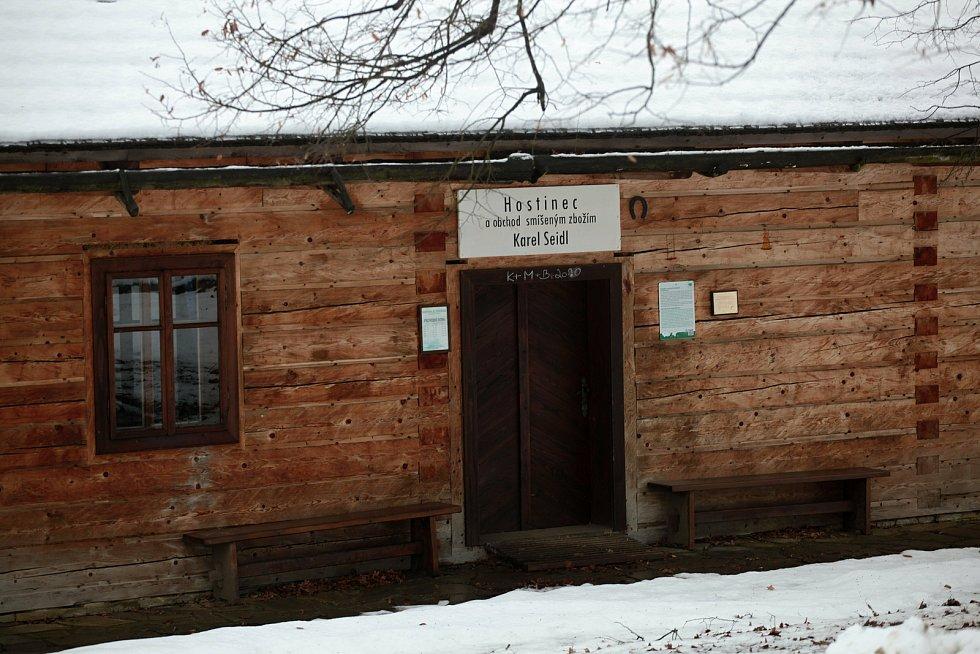 Areál Valašská dědina ve Valašském muzeu v přírodě v Rožnově pod Radhoštěm; 30. ledna 2021