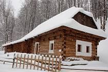 Ve Valašském muzeu v přírodě v Rožnově pod Radhoštěm se díky financím z norkého grantu objevilo devět nových staveb; na snímku Zvonička z Dolní Bečvy.