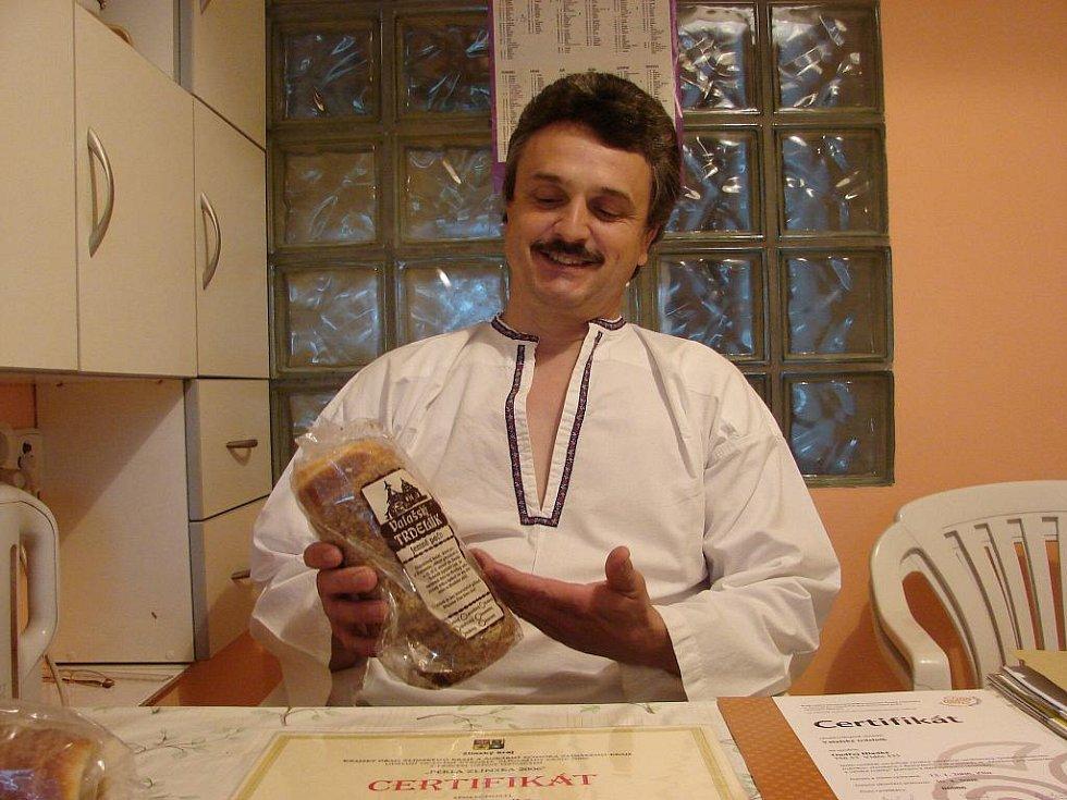 Rodina Ondřeje Hladkého vlastní recept na výrobu trdelníků.