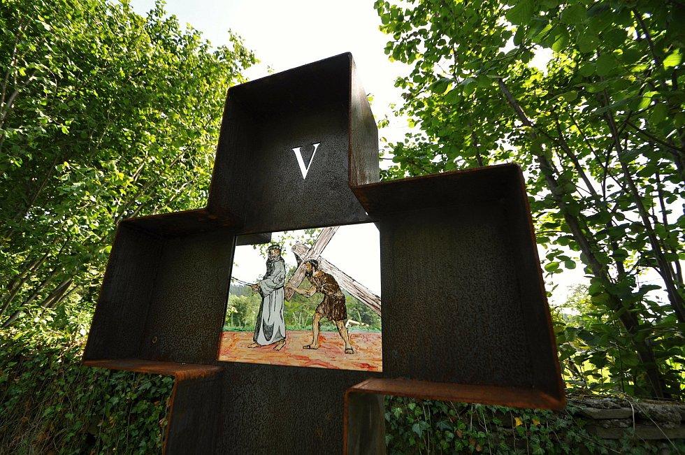 Zašová - jedno ze čtrnácti zastavení křížové cesty, o jejíž vybudování v zahradě zašovského kláštera se zasloužil spolek Matice zašovská