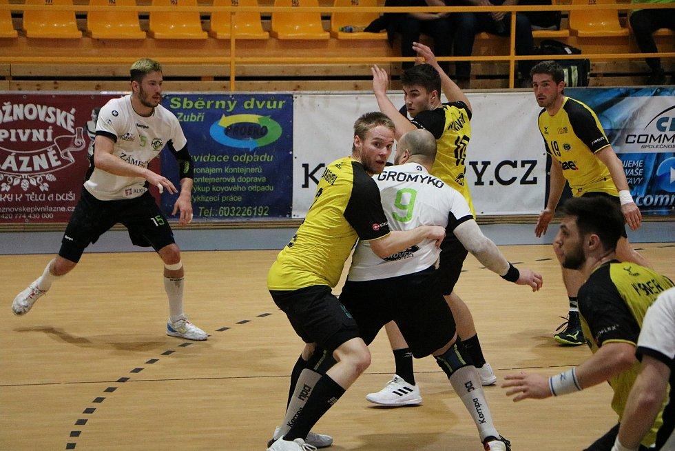 Zubří (ve žlutém) proti Karviné, 4. zápas čtvrtfinále play-off