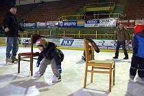 Vsetínská sportovní spolu s Valašským hokejovým klubem pořádá školu bruslení pro kluky a holky