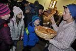 Program Vánoce na dědině ve Valašském muzeu v přírodě v Rožnově pod Radhoštěm zaměřený na tradiční zimní a předvánoční činnosti na Valašsku, Rožnov pod Radhoštěm.