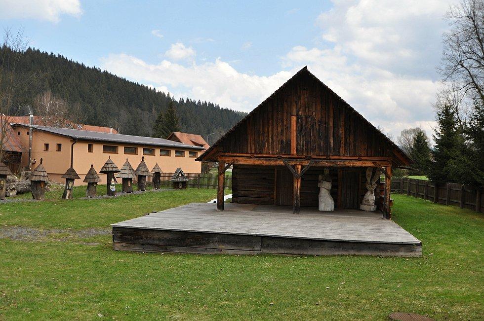 Velké Karlovice - amfiteátr u Karlovského muzea.