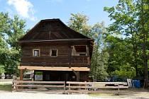Oprava Billovy chalupy v areálu Dřevěného městečka ve Valašském muzeu v přírodě v Rožnově pod Radhoštěm.