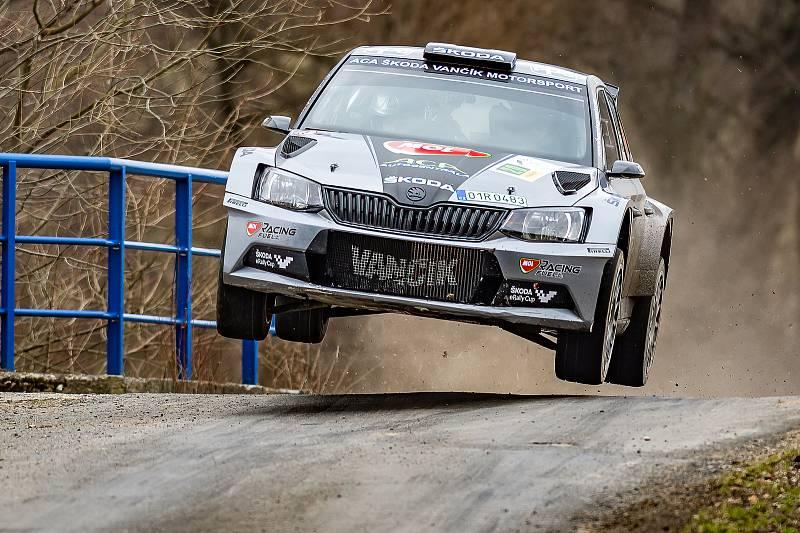 O největším překvapení víkendové Valašské rally se postaral teprve 21letý závodník z Kelče na Vsetínsku Dominik Stříteský, jenž ve voze Škoda Fabia R5 hájí barvy ACA Škoda Vančík Motorsport. V silné konkurenci dojel na bramborové příčce.