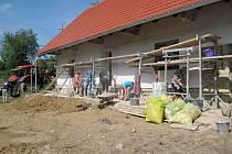 Ve Francově Lhotě pokračují práce na opravě rodného domu kardinála Štěpána Trochty. Ve stavení vznikne do příštího roku muzeum.