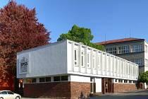 Dominantní budova stavební průmyslovky stojí ve Valašském Meziříčí už téměř půl druhého století.