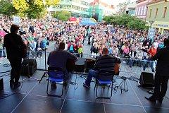 Začalo Valašské záření. Vsetínské náměstí a prostranství před kulturním domem zaplnily v pátek 8. září tisíce lidí.  Začal 19. ročník Valašského Záření.