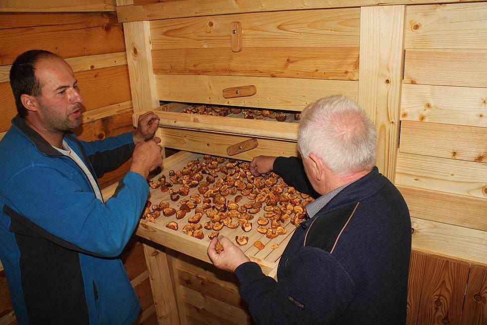 Novou sušírnu ovoce otevřeli ve Zděchově na podzim 2019.