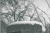 """""""Betonová pevnůstka"""" – jeden z bunkrů, který se nachází v areálu kostela sv. Trojice"""