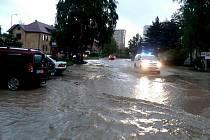 Povodeň v ulicích Valašského Meziříčí.