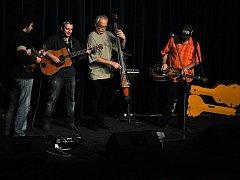 Známá brněnská bluegrassová kapela Poutníci hrála v pondělí 12. prosince výchovný koncert pro žáky základních škol ve Vsetíně. Koncert se konal v kině Vatra