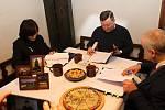 Z Valašského muzea v přírodě v Rožnově vzniklo po podpisu zřizovací listiny 12. prosince 2018 Národní muzeum v přírodě. Dokumenty stvrdili podpisy Naďa Goryczková, ministr kultury Antonín Staněk a Jindřich Ondruš.